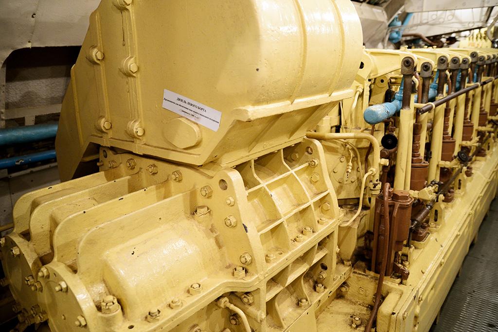 двигатель на дизельной подводной лодке видео